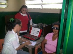 Los habitantes presentes en la consulta oftalmológica