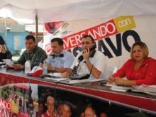 El Alcalde Gustavo Muñiz ofreció su programa radial desde la calle Miranda de Upata.