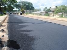 En el sector Santa Rosa  se aplicó 265 toneladas de asfalto.