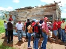 47 familias afectadas por las fuertes lluvias son atendidas por la Municipalidad.