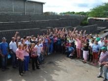 Más de 100 familias fueron beneficiada con el programa de donaciones de bloques.