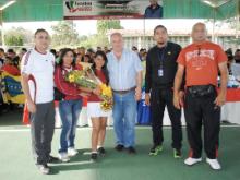 Alcalde Muñiz (izquierda), inaugurando Cancha Maturín.-