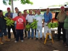 Productores agrícolas agradecieron al alcalde Gustavo Muñiz.