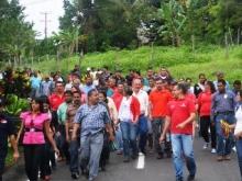 El alcalde Muñiz recorrió las calles asfaltadas en Pueblo Nuevo de El Pao.
