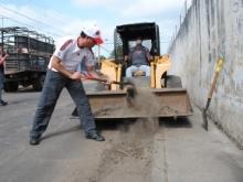 El alcalde Gustavo Muñiz fue partícipe de la jornada de limpieza.
