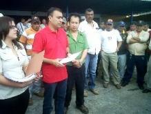Alcalde Muñíz acompañado del Sindicato de la Construcción entrega permisos