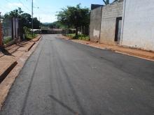 Alcaldía sigue con el plan de asfaltado en las comunidades.