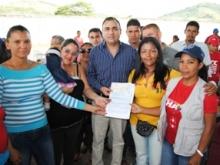 Alcalde Muñiz entrega recursos al consejo comunal del sector Alberto Palazzi