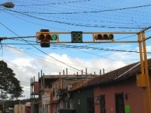 Usuarios de la calle Bolívar cruce con Libertad estrenan semáforos digitales