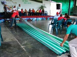 4 mil bolívares fuertes en materiales para el techado del templo, beneficio que fue recibido con satisfacción por el pastor Francisco Rivero