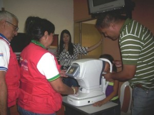 Mision milagros realizando evaluacion a los niños piarenses