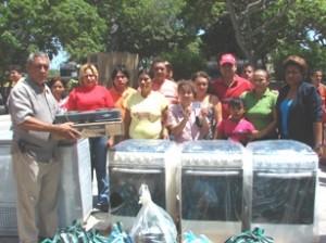 El gobierno socialista del alcalde Muñiz, asiste a familias pobres