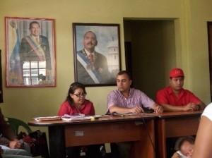 Alida Ricardo, Alcalde de Piar Gustavo Muñiz y el Comisionado del Gobernador Angel Figueroa en rueda de prensa.