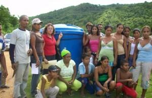 La Directora de Desarrollo Social Elsy de Muñiz atiende solicitudes de habitantes de El Pao