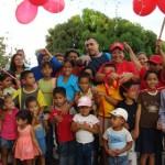 Gustavo Muñiz compartió con los niños del barrio El Tanque.