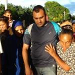 Vecinos de El Tanque recibieron al alcalde Muñiz.