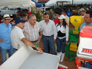 El alcalde Muñiz acompañó al gobernador Rangel Gómez en el recorrido por el parque ferial de Upata.