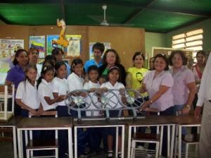 Los niños y docentes reciben donación de la Alcaldía de Piar