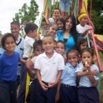 UEB Luz del Mundo de Upata recibió como regalo un parque infantil