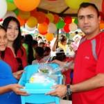 El alcalde Muñiz y la primera dama Zulny Bonalde, asisten a una futura madre.