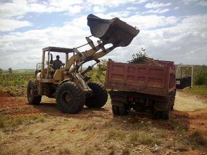 Alcaldía de Piar apoya el consejo comunal de Panamo para mejora la vialidad