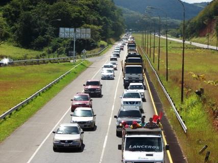 Con una caravana Rangel Gómez reinuaguró autopista Upata-San Félix.