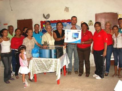 El director General Arsenio González hizo entrega de computador e impresora al consejo comunal de la Antena
