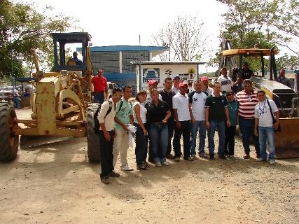 Alcalde Gustavo Muñiz inició asfaltado en la Uneg Upata