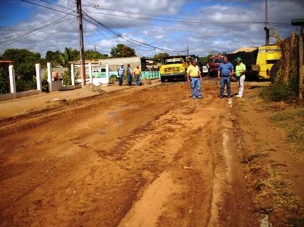 La calle El Progreso esta siendo acondicionada para la aplicación de asfalto
