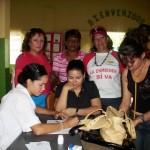La doctora Elsy de Muñiz, Dorca Gómez y Zulay Ruiz participa en operativo social