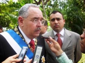 """Gobernador de Bolívar Francisco Rangel Gómez """"este aporte jamás será un gasto, siempre será una inversión porque ellos son el futuro de la Patria de Bolívar""""."""