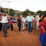 Alcalde Muñiz recorrió las calles del sector El Libertador con el consejo comunal y anunció el inicio del asfaltado