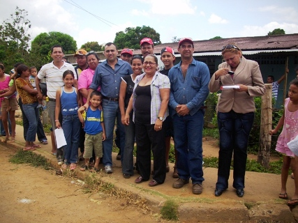 Comunidad de Los Chorros son atendidos por el Alcalde Gustavo Muñiz