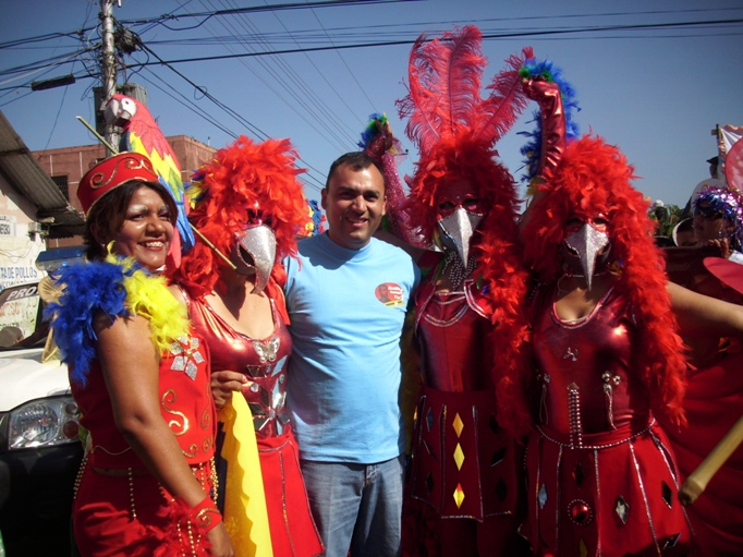 El alcalde Muñiz encabezó desfile de carnaval estudiantil
