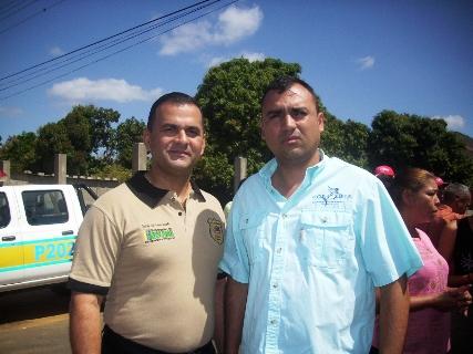 El coronel Julio César Fuentes Manzulli comandante de la Policía del estado Bolívar y el alcalde  de Piar Gustavo Muñiz