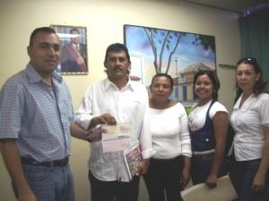 Alcalde Muñiz entrega aporte a los habitantes de las Cocuizas de Campanario
