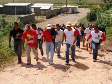 Alcalde Muñiz recorre las calles que serán asfaltadas