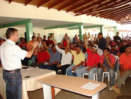 El alcalde Muñiz y el Sindicato de la Construcción buscan soluciones para avance de las obras en Upata