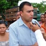 """Alcalde Gustavo Muñiz: """"Más asfalto para mi pueblo""""."""