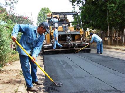 Plan de asfaltado llegó al barrio La Unidad.