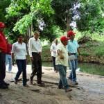 Alcalde Muñiz realizó un recorrido por el sector con los vecinos.