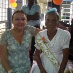 La doctora Elsy de Muñiz junto a Socorro Arias Reina del Adulto Mayor 2010.