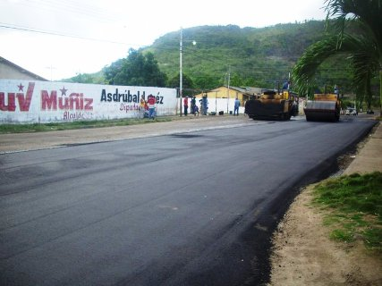 Urbanismo Manuel Carlos Piar se beneficia con 500 toneladas de asfalto