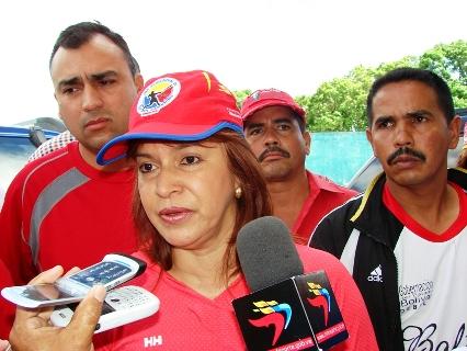 Ministra Victoria Mata entregó implementos deportivos en Upata