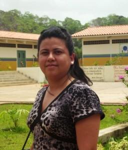 """Crismarby Sánchez directora de la Unidad Educativa  Nacional """"Julia de Bolívar"""" de Upata"""