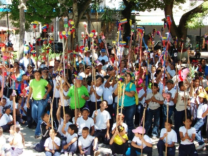Todas las Unidades Educativas participaron en el desfile.