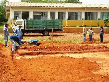 Gobernación inició construcción de cancha deportiva en escuela Julia de Bolívar de Upata
