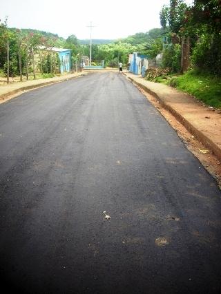 Alcaldía y Gobernación dignifican calles de El Pao municipio Piar.