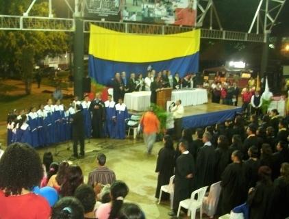Autoridades y graduandos en acto protocolar realizado en Upata