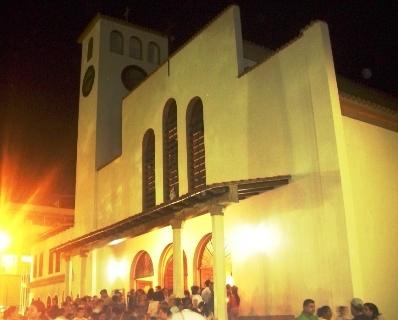 Iglesia de San Antonio de Padua (foto nocturna durante procesión)
